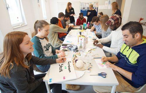 Projektwoche: Schüler malen mit Geflüchteten