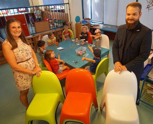 Neue, bunte Stühle für die AWO Kita Mäuseburg