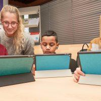 Apps öffnen, Mails versenden und Deutsch lernen