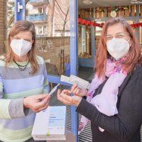 Mitarbeitende der AWO Kitas testen sich selbst auf Corona