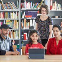 Teilnehmende Kinder des Diesterweg-Stipendiums erhalten Tablets